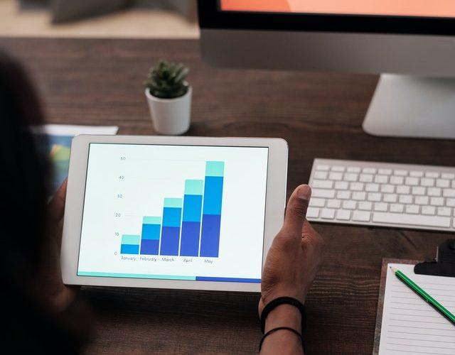 Distinguer efficacité et efficience pour une meilleure analyse